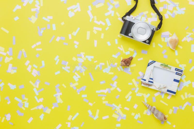 Tischplatteansicht-Luftbild des Sommers u. des Gegenstandreisestrandurlaubs im Jahreszeithintergrund lizenzfreie stockfotos