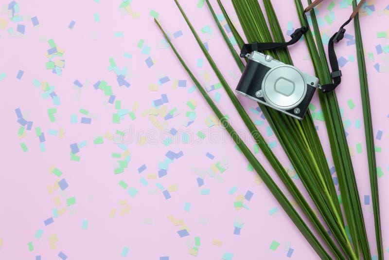 Tischplatteansicht-Luftbild von den Einzelteilen, zu reisen Sommerferien-Hintergrundkonzept stockfoto
