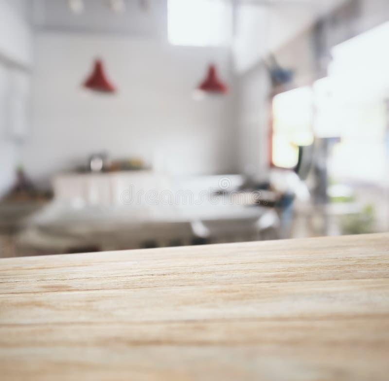 tischplatte mit unscharfem barrestauranthintergrund
