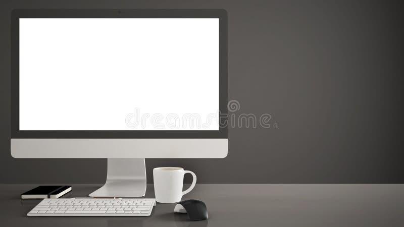 Tischplattenmodell, Schablone, Computer auf dunklem Arbeitsschreibtisch mit leerem Bildschirm, Tastaturmaus und Notizblock mit St lizenzfreie stockbilder