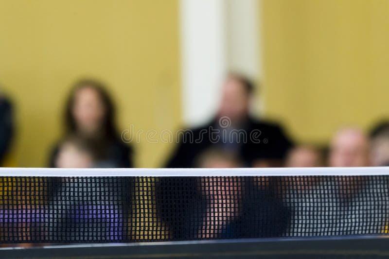 Tischtennis gegen Ansicht eines Stadions lizenzfreie stockbilder