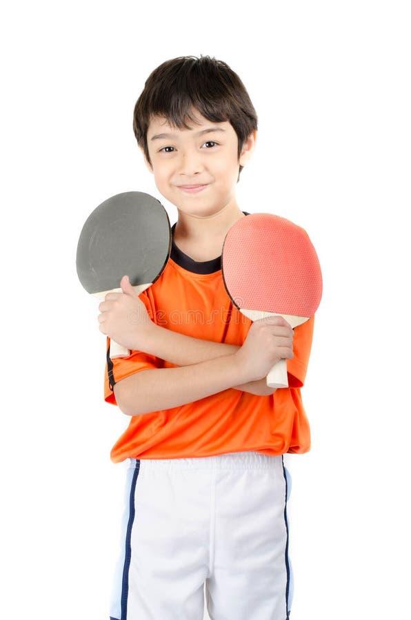 Tischtennisschläger des kleinen Jungen Unterhaltungsauf weißem Hintergrund lizenzfreie stockbilder