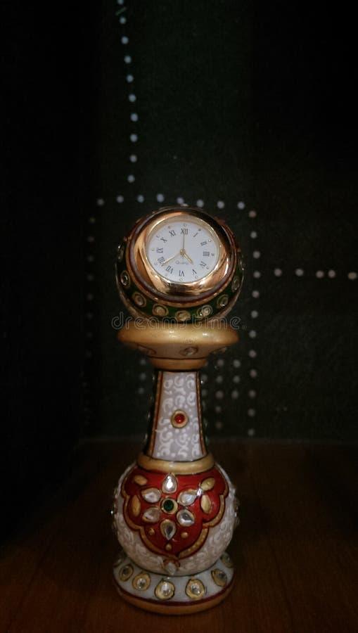 Tischuhr, Handwerk, schöne Uhr lizenzfreie stockfotos