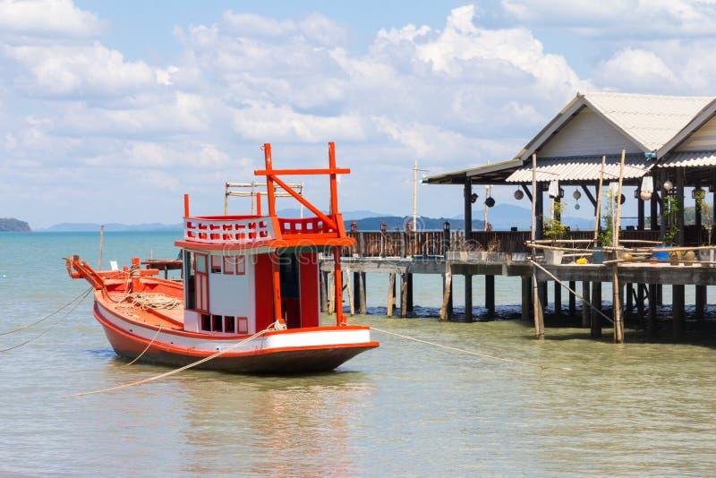 Tise del peschereccio su su Koh Lanta, Krabi, Tailandia fotografia stock libera da diritti