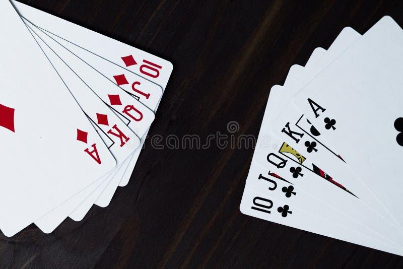 tisonnier cartes de jeu sur le fond noir ?clat royal photo libre de droits
