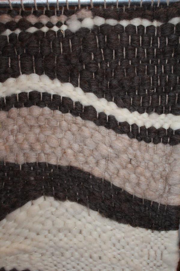 Tissage de métier à tisser de laine photo libre de droits