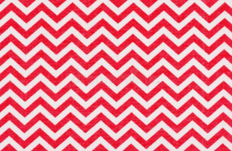 Tissu blanc avec un modèle rouge de chevron photos libres de droits