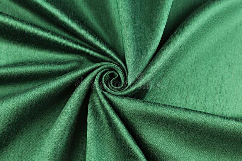 Tissu de luxe de fond vert ou plis onduleux de velours en soie grunge de satin de texture image libre de droits