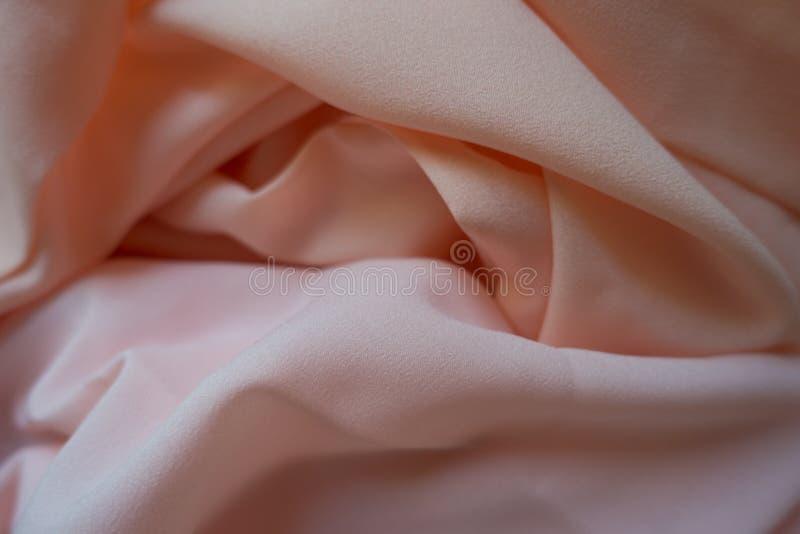 Tissu de mousseline de soie dans le rose et les couleurs en pastel de pêche photo stock
