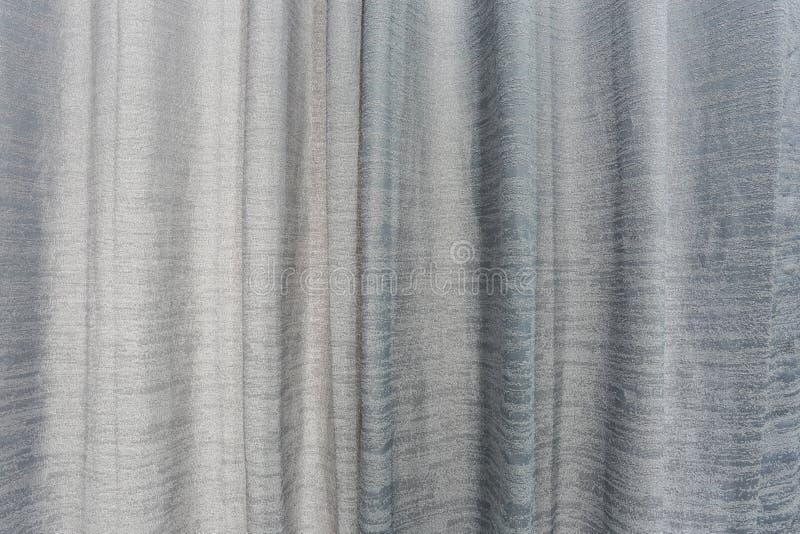 Tissu des rideaux gris dans la chambre à coucher images stock