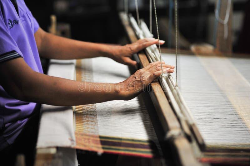 Tissu en soie fait par le tissu et la fibre à partir de la conception matérielle de ver ainsi photos libres de droits