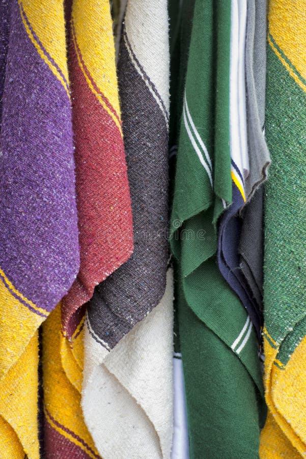 Tissu mexicain de poncho photographie stock