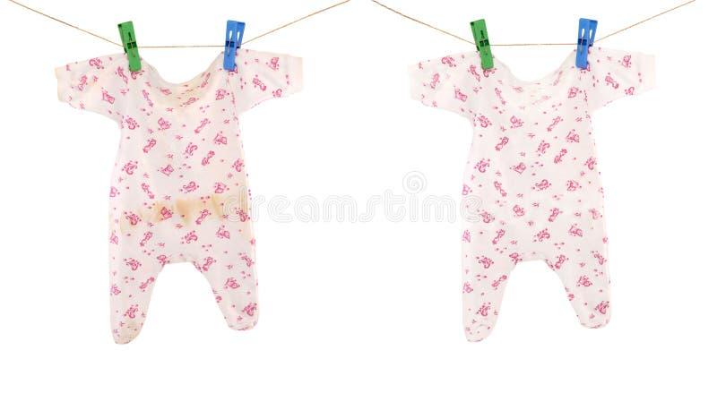 Tissu propre et sale de bébé photographie stock