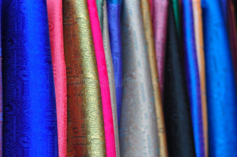 Tissus colorés avec les configurations tissées image libre de droits