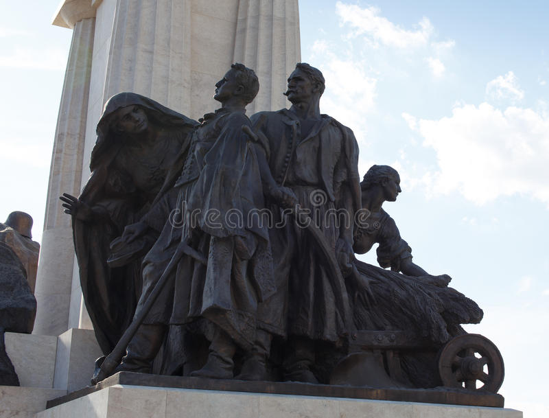 Tisza Istvan κινηματογράφηση σε πρώτο πλάνο αγαλμάτων στο Κοινοβούλιο που χτίζει τη Βουδαπέστη που κρεμιέται στοκ εικόνες με δικαίωμα ελεύθερης χρήσης