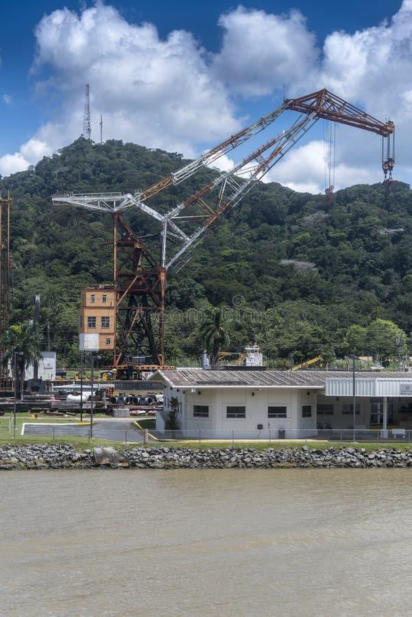 Titán que flota a Crane Panama Canal fotos de archivo