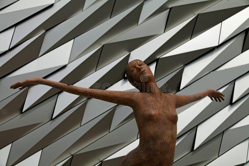 Titanica-Statue, titanisches Museum, Belfast, Nordirland lizenzfreies stockbild