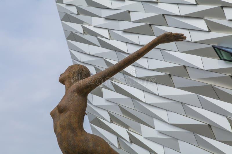 Titanica-Statue, titanisches Museum, Belfast, Nordirland lizenzfreie stockfotos