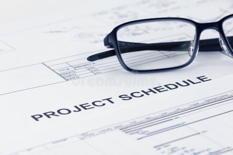 Titel för dokument för projektschema med projektdokument royaltyfria bilder