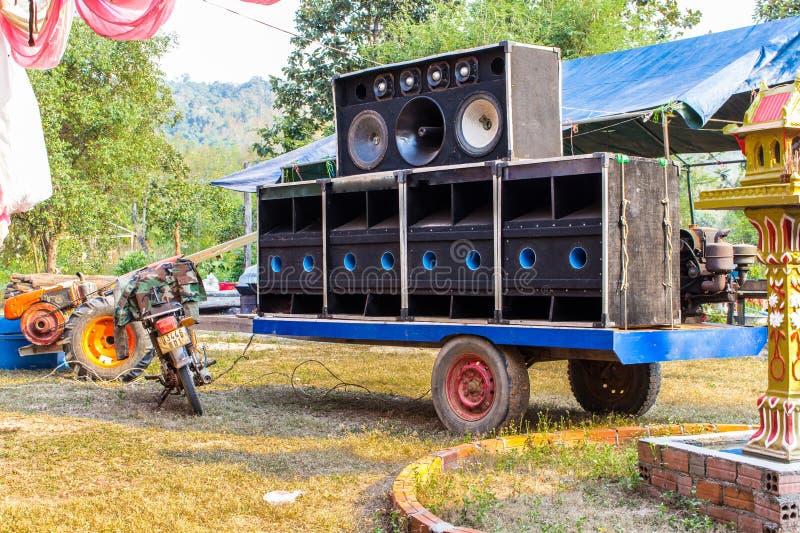 Titel: Stort system för hög högtalare för gata royaltyfri bild
