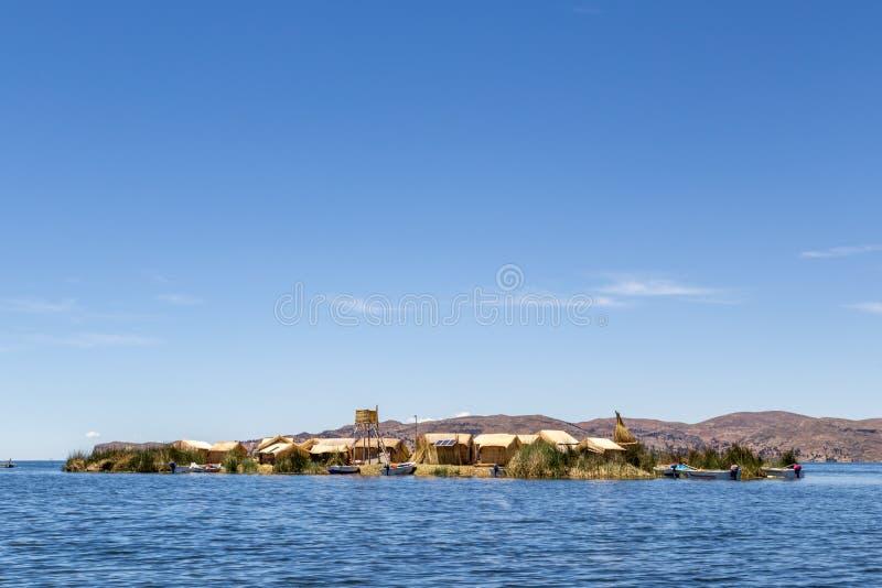 Titicaca湖的Uros Titino浮动海岛 免版税库存图片