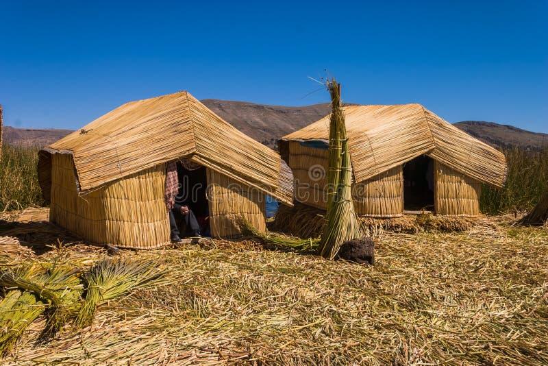 Titicaca湖秘鲁Uro 2个小屋 库存图片