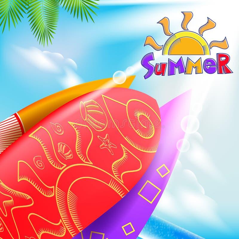 Titre d'été avec planches de surf décoratives dans une plage lumineuse illustration stock