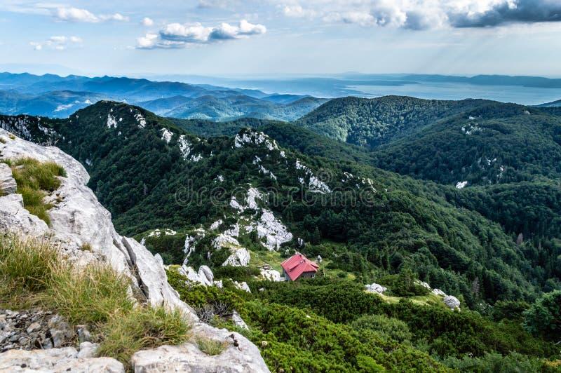 Titta från toppen av Big Risnjak arkivfoton