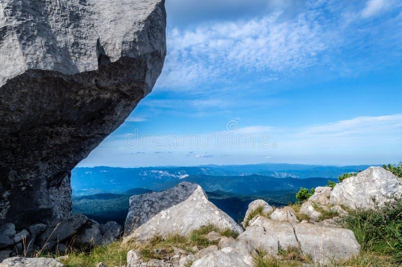 Titta från toppen av Big Risnjak arkivbilder