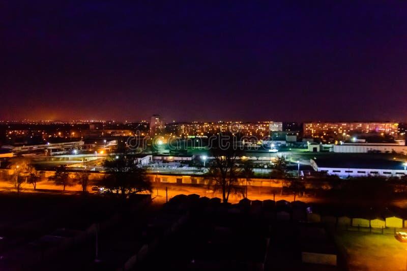 Titta på midnattsstaden Kremenchug, Ukraina royaltyfri bild