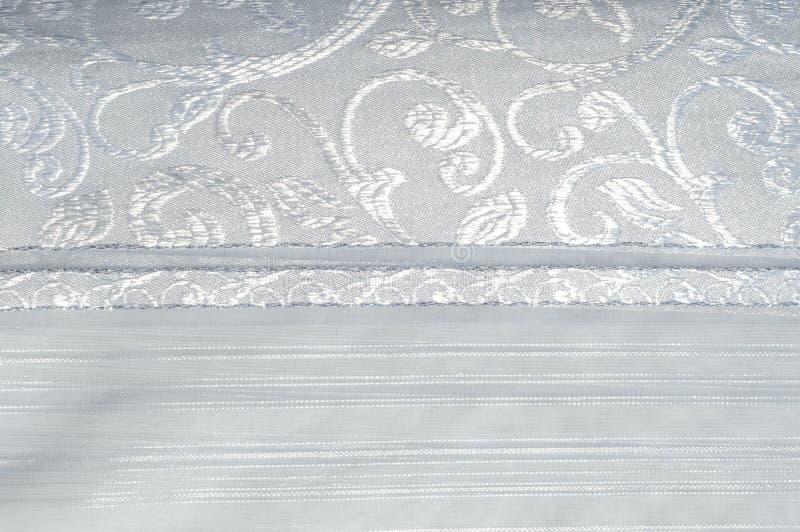 Tiul, organza, biel, z wzorem kwiaty obraz stock