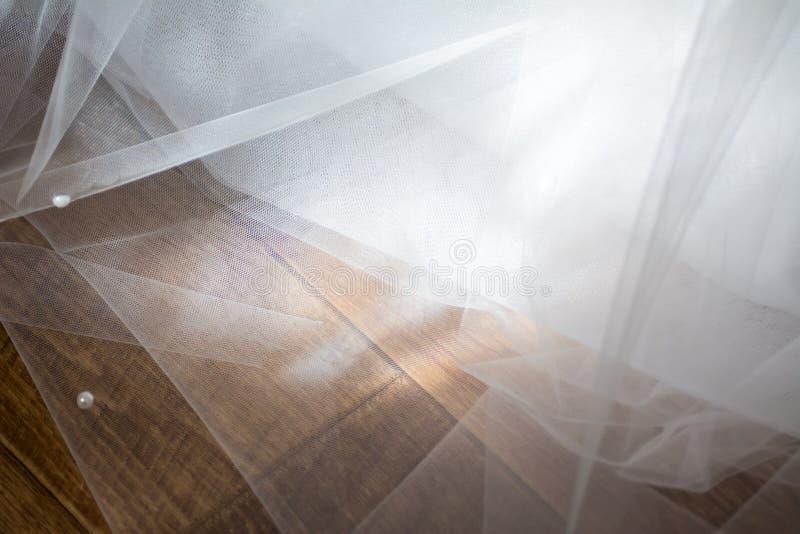 Tiulowy szyfonowy tekstury tło pojęcia sukni panny młodej portret schodów poślubić obrazy royalty free