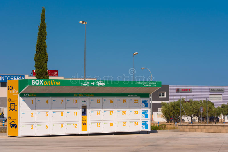 TIVISSA, TARRAGONA, SPAIN - MAY 31, 2017: Supermarket `BonArea` Boxes for shopping online. Copy space for text.  royalty free stock photography