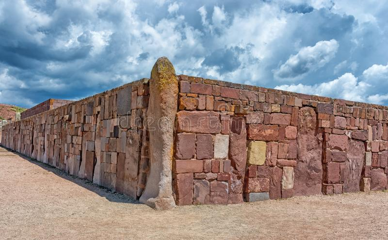 Tiwanaku fördärvar i Bolivia, Pre-Columbian arkeologisk plats arkivfoton
