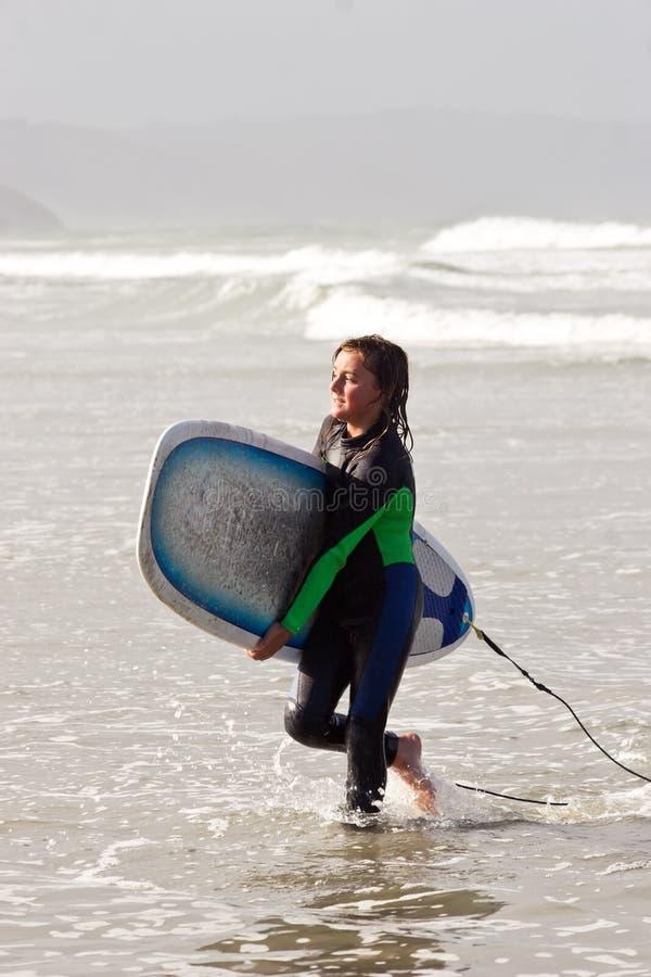 Tizio 01 del surfista fotografie stock libere da diritti