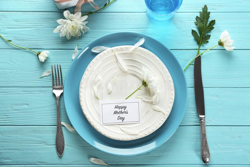 Tjänad som tabell för matställe för dag för moder` s royaltyfri fotografi