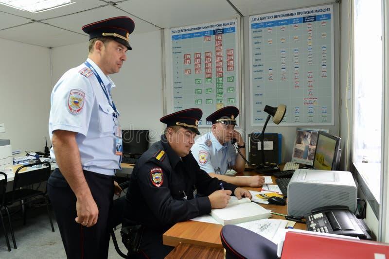 Tjänstemän i vaktenheten av Moskvapolisen royaltyfri bild