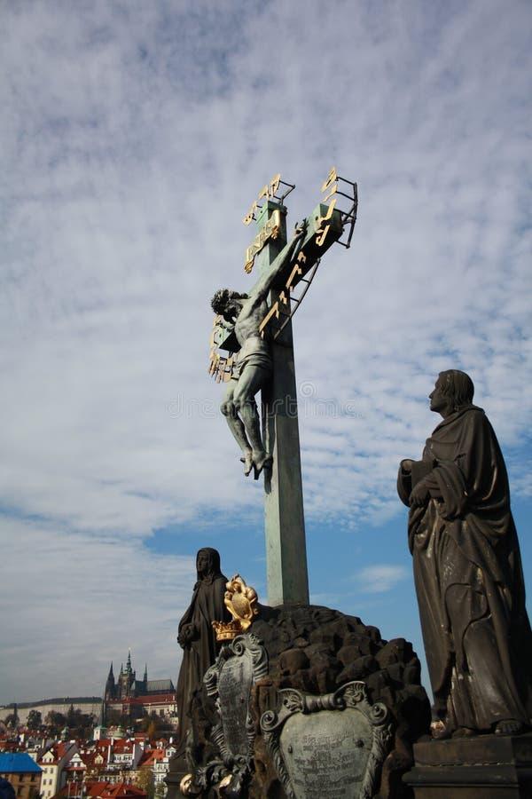 Tjeckien Prague, skulptur på Charles Bridge royaltyfri foto