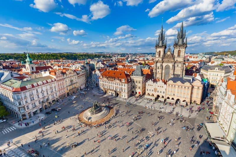 tjeckisk gammal prague republiktown Sikt på den Tyn kyrkan arkivbilder