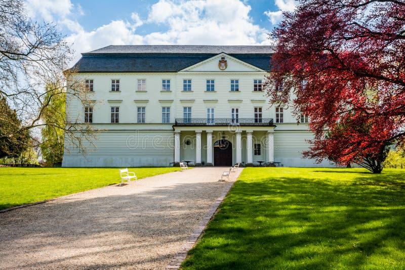 Tjeckisk slott Hradec nad Moravici arkivbild