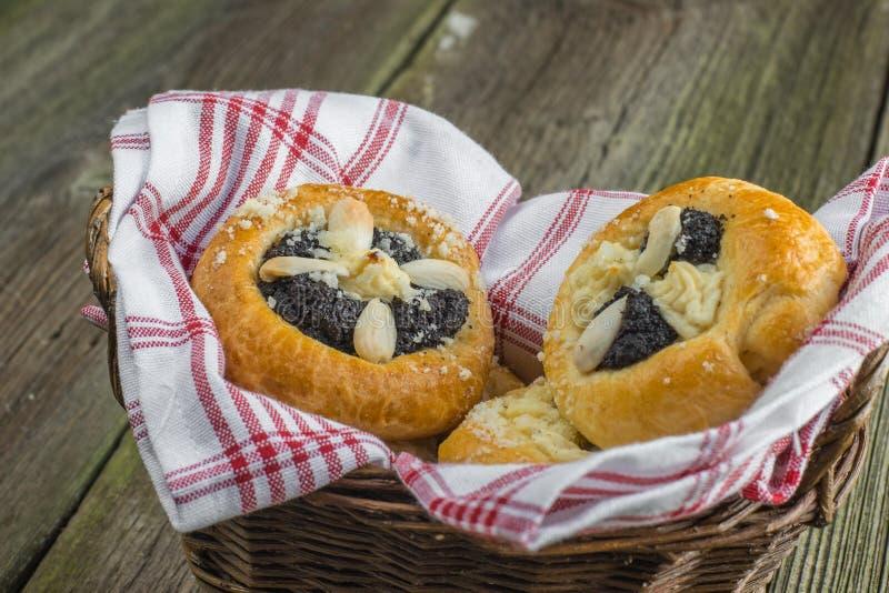 Tjeckiska traditionella Poppy Pie med mandeln, ostmassa och Plum Jam i Wi fotografering för bildbyråer