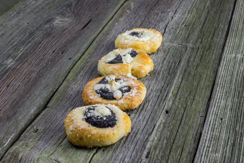 Tjeckiska traditionella Poppy Pie med mandeln, ostmassa och Plum Jam på ol fotografering för bildbyråer