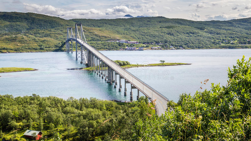 Tjeldsund桥梁,挪威 它横渡在之间的Tjeldsundet 免版税库存图片