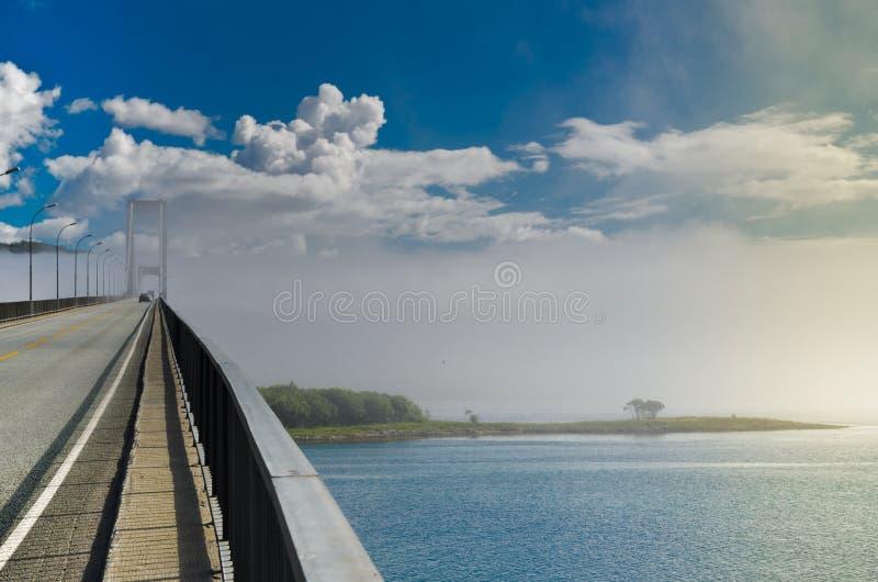 Tjeldsund most w mgle obrazy royalty free