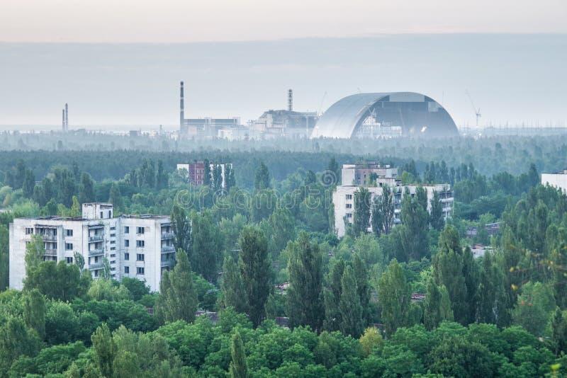 Tjernobyl 4th reaktor som synlig från Pripyat royaltyfri bild