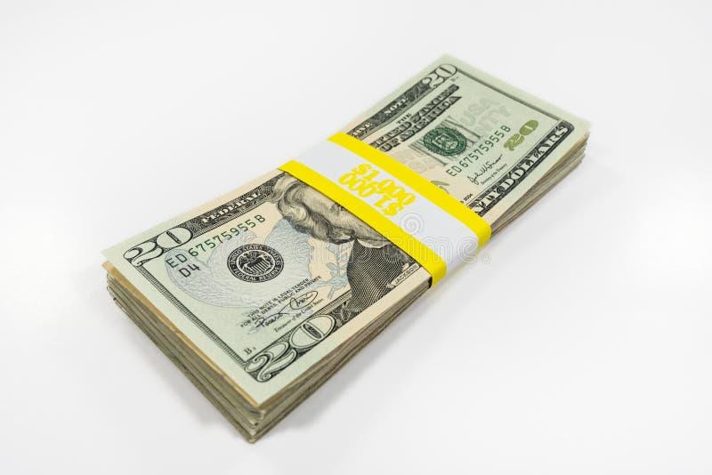 Tjugo dollarräkningar med valutaremmen royaltyfri foto