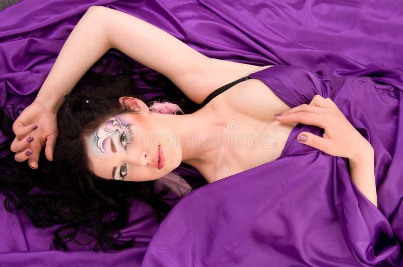 tkaniny dziewczyna robi fachowemu jedwabiowi fachowy obrazy royalty free