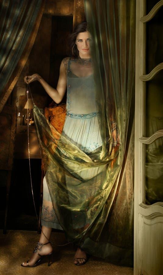 Download Tkaniny kobieta obraz stock. Obraz złożonej z poza, samotnie - 17904745