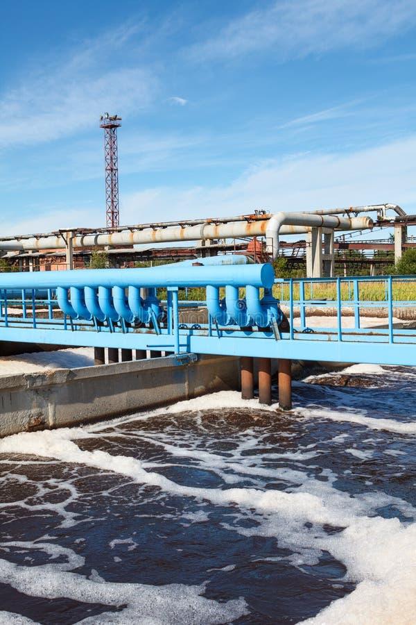 Tlenowy napowietrzenie wastewater w kanalizacyjnym zakładzie przeróbki zdjęcia stock