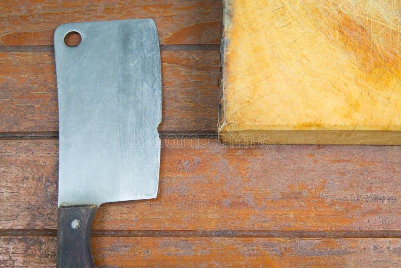 Tnąca deska i stary mięsny cleaver zdjęcie royalty free